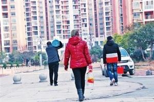 周口市的馨莲茗苑小区位于莲花路与五一路交叉口附近,基本都是17层的高层住宅楼,入住数百户居民。今年2