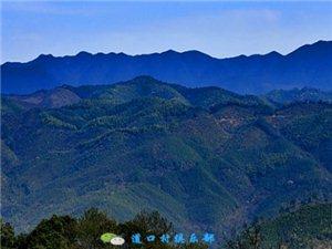 道口村四面环山,长方形。东西六公里,南北五公里。东于印坪村交界,南于介头炉接址,西于麻塘乡相连,北于