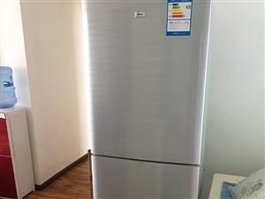 二手三门冰箱9成新低价出售