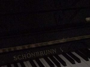 闲置钢琴出售