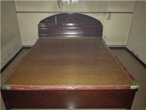 急售8成新双人床