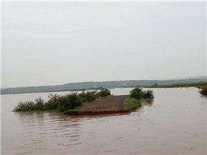 曾经的乡村路,如今一场大雨变成了孤岛