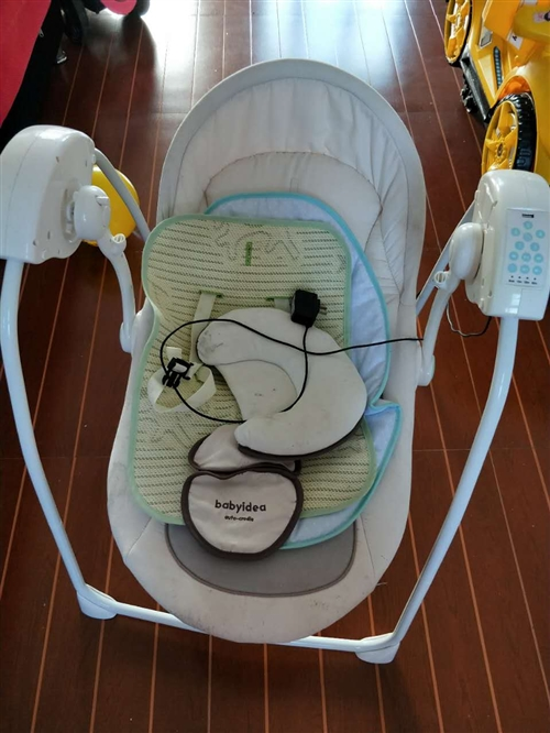 婴儿电动摇椅