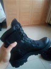 出售一双作战靴