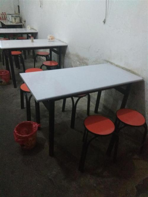 早點店桌椅出售,因拆遷現低價賣!有需要的...