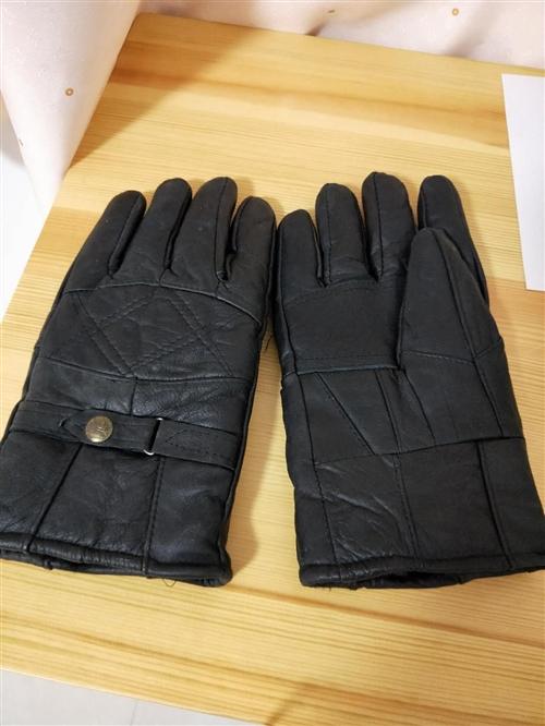 手套,真皮男士女士各一副,有喜欢的吗?