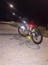 土拨鼠山地自行车,原价3100,刚买一个...