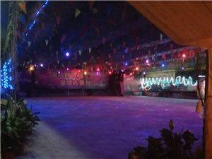 彩虹桥底下的旱冰场又重新开张了