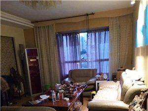 金龙苑3室2厅2卫65万元
