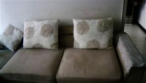 出售旧沙发…出售旧沙发…价格面议哦!联系...