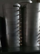 帮忙发一下二手转让信息,铝合金竹子蒸笼一套二十层。保鲜冰箱一台冰柜一台。高端台式煎饼机一台,双向油炸