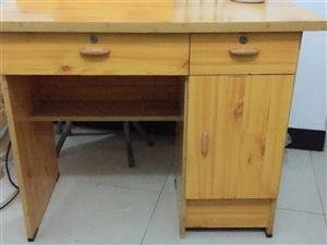 前面两个图片是一个桌子,8成新,以前是放...