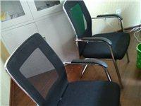 3张办公桌,2把椅子,1个书柜,刚用3个...