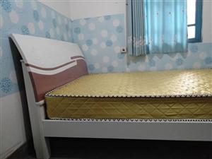九成新1.5×2米床带床垫低价出售