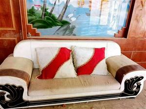 今天急着出售一套沙发