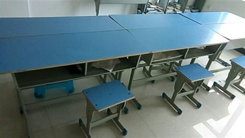 現有20套桌椅,八成新,既可作為家用兒童...