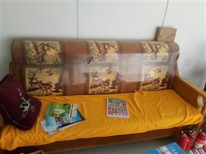 8成新沙发  有沙发垫  搬家不用了   急于出售   地址风清路