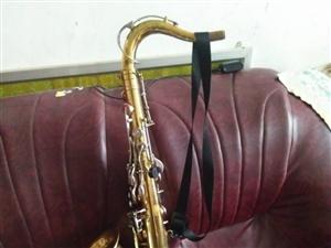 铜管乐,萨克斯,小号,长号,中音号,低音号等。全是老物件,纯铜,音质佳。