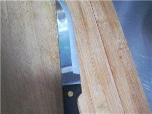 低价处理不锈刚精制水果刀一批,刀长25公分,质量上称