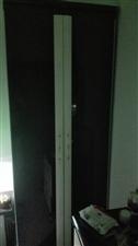 两门衣柜和梳妆台,还有1.8大床和床垫以及两个床头柜,用了十年了,质量仍然耐用,有需要的朋友和我联系...