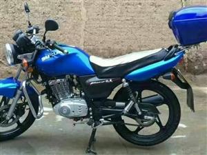 低价出售,铃木牌二轮摩托车,型号EN125-2F,颜色,蓝/黑,车辆只行驶了4000公里。联系电话:...
