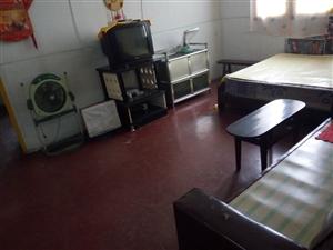 房屋座落于下水南桥头路边146号303室,面积约60平米,两室一厨一卫一阳台,简单装修,水、电、电视...
