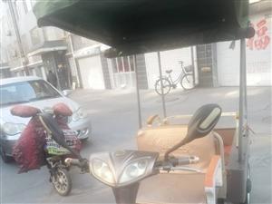 小鸟电动车,买了一年,两块电瓶。给老人接送孩子买的,现在不用了,今年新换的车棚,有需要的联系1395...