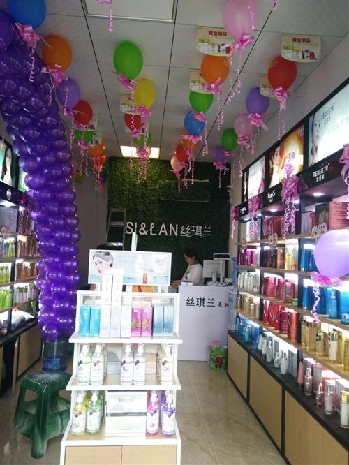 因店面升级(更换品牌)现低价转让化妆品加盟店原装展示柜(货柜)4-5个、原价1800/个、现价800...