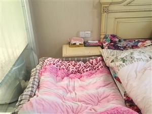 卖一张松木小床,适合1.3以内的孩子睡,可以拼在大人的床边,很方便,孩子半夜不会滚到地上,提高大人睡...
