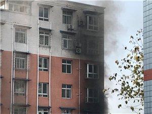 今天富顺一小区居民楼发生火灾