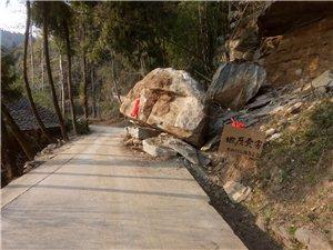 希有关部门出面处理一下此石已阻碍交通很长一段时间了一直无任何部门处理希望处理一下还老百姓一条畅通路,
