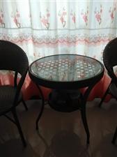 出售一套藤椅和桌子,价格面议,联系电话:15349079116
