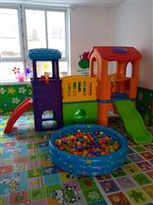出售幼儿园滑梯,床,桌椅,池塘坐便器,监控围栏等配套设备,故意德律风联络