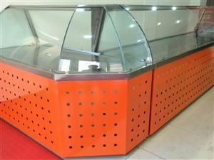 出售八成新食品柜台,带转角,共4.8米长,有需要的电话联系。