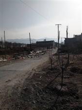 晋昌镇董村路口垃圾到处都是,严重影响交通和生活,希望有关部门和村里面沟通一下,尽快清理