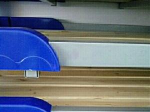 出售幼儿园滑梯,床,桌椅,池塘坐便器,监控围栏等配套设备,全部九成新,故意德律风联络,整套优惠