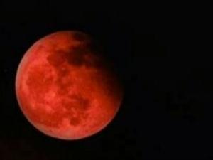 请欣赏百年不遇的红月亮。