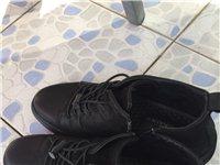 康奈时尚男鞋,1月28日在专卖店购买,磨砂牛皮,99成新,41码只穿了两次,因为有点小,(40码的人...