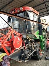 出售自己用的小麦收割机就用一季,今年买的新车。玉柴机器,倒车影像,吸顶大空调粮仓视频全车一个螺丝没动...