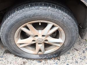 一夜之间百花亭几辆车胎被人恶意扎坏!望警察蜀黍帮助