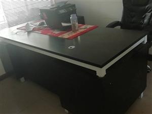 办公桌九成新欲出售