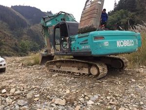 挖掘机皮卡车出售