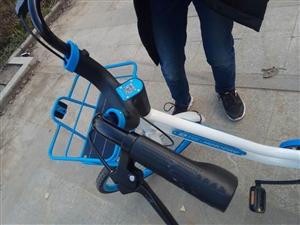 共享单车坐垫刹车被涂满不明物体