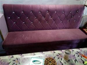 本人有黄酒馆专用沙发茶几若干,需要的朋友联系我。