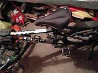 本人有一辆捷安特自行车想卖了,主要是没时间骑,买回来骑了两三次,一直放在地下室,任其随意发展。有意者...