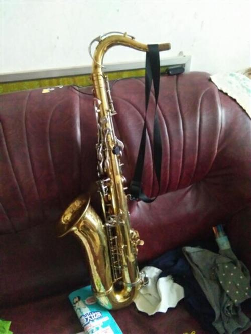 铜管乐器,萨克斯??长号小号低音号中音号等。老物件,纯铜。