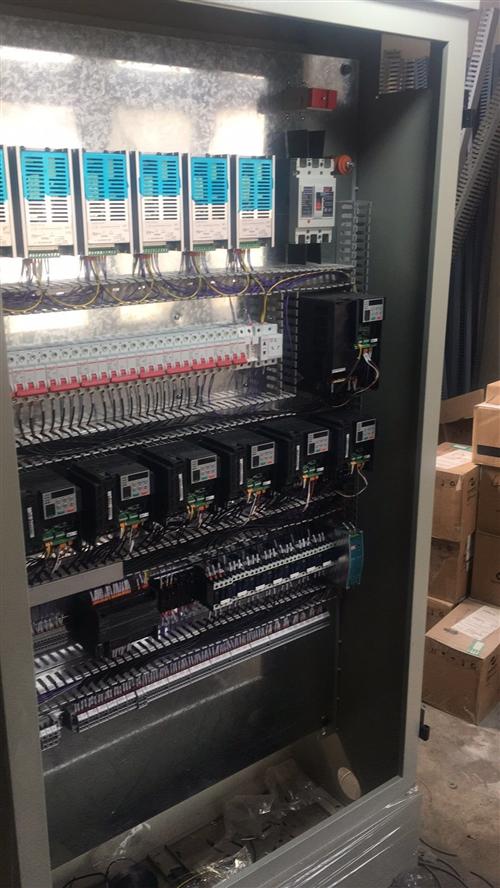 提供西門子、三菱、臺達、信捷、匯川等PLC和觸摸屏編程,非標電控柜設計維修,設備生產線自動化改造,集...