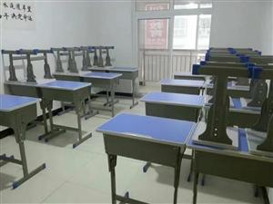中小学生单人桌凳成套,九成新,36套全部出售。