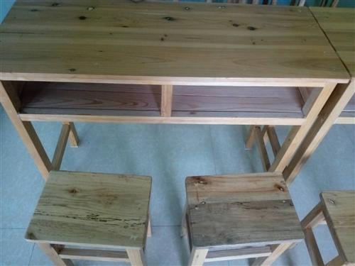 投影儀,黑板,課桌椅九五成新,購入總價6000左右,現在低價處理。