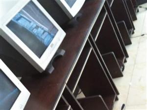 便宜处理8成新电脑桌,20元/张,详见图片。